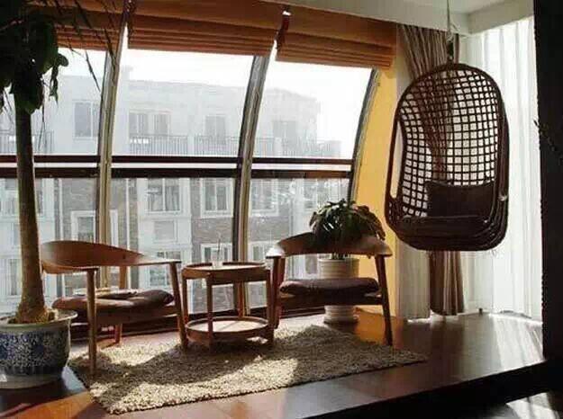 阳台装修成休闲区,周末晒晒太阳,看看书多惬意!图片