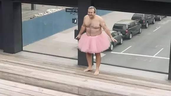 他穿了13年的粉色蓬蓬裙,却比全世界男人都要爷们