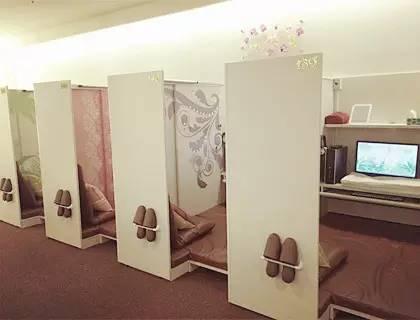 一个日本宅男的中国背景游3d网吧墙土巴兔装修效果图图片