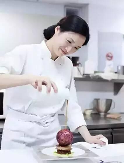 亚洲情色人妻淑女_亚洲女厨神陈岚舒和她的情色艺术,高手啊!(绝版,看完必转!)