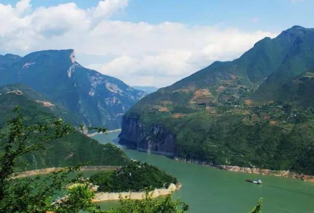 主要有夔门,白帝城,天坑地缝,龙桥河,夔州古象化石,黄金洞等.