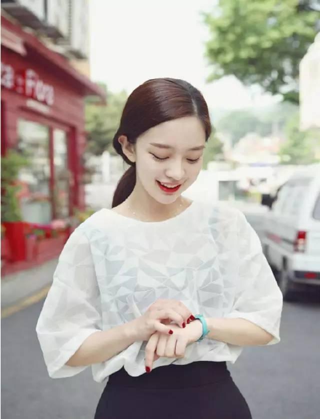 跟韩国网红学习如何打理发型最迷人