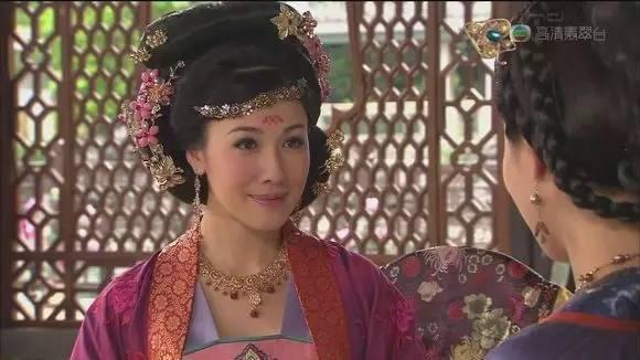 2010年,与佘诗曼,陈豪驾到电视剧《插曲主演》电视剧公主精选图片