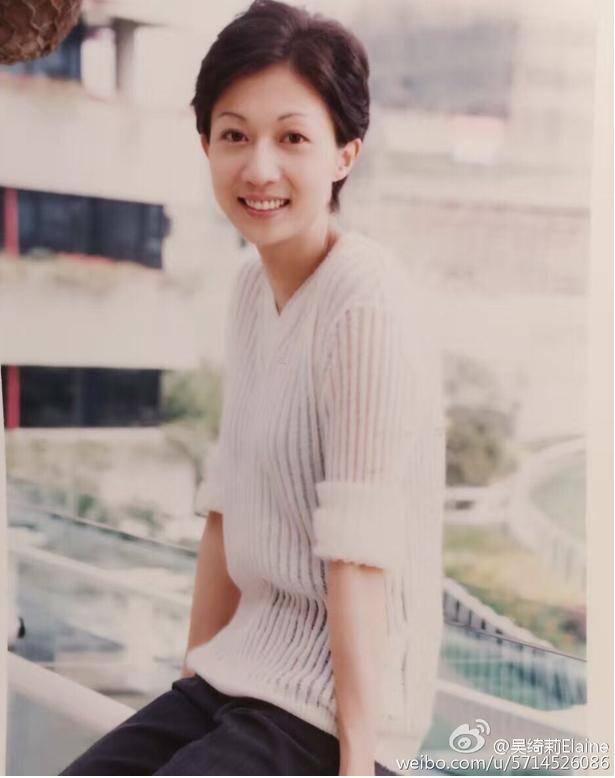 7月12日,吴绮莉在微博晒出一张自己18年前的青涩旧照,被网友点赞