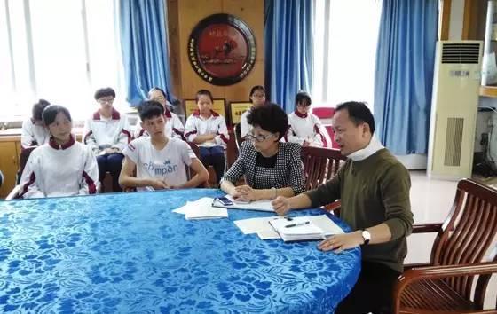 叶伟同志把关心老师,关爱学生,努力工作,作为基层单位的党政第一负责图片