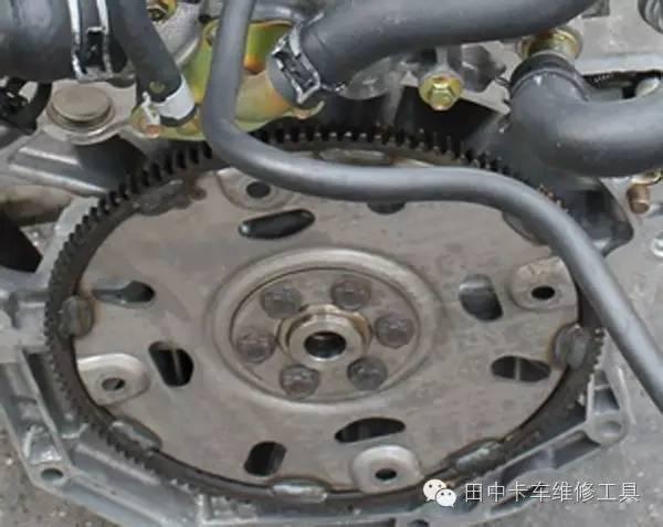 显示正常; 3,又更换轨压传感器和油轨泄压阀,故障还没解决; 4,直接图片
