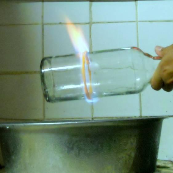 如何用玻璃瓶制作花瓶呢?图片