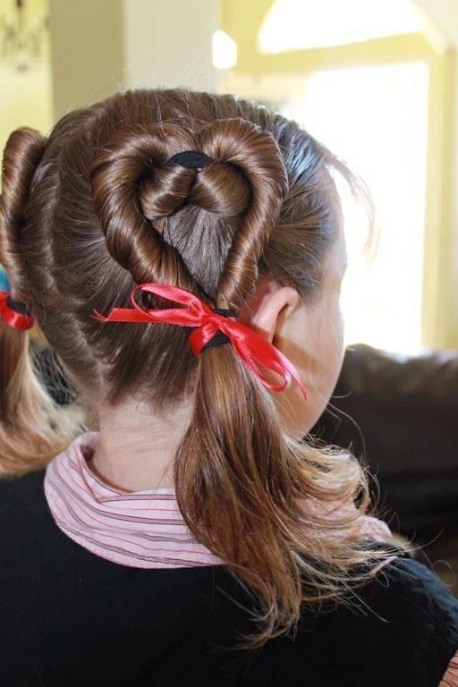1 这款心形编发简单又俏皮,比较容易上手.头发拧股时注意保持紧实.