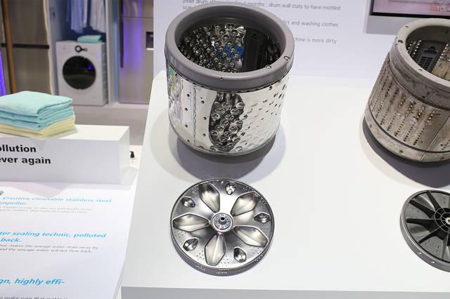 滚筒洗衣机是去除外筒的死角,水流冲刷避免污渍残留.图片