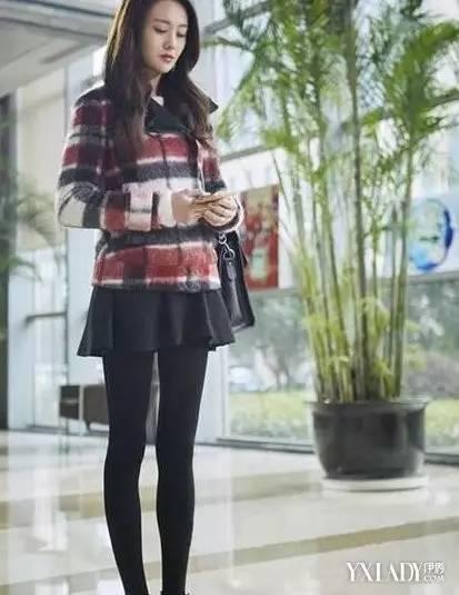 红椅黑丝官能_最美女星黑丝照,赵丽颖小短腿比郑爽的筷子腿美多了