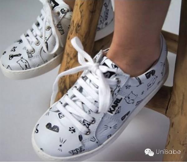 爸爸妈妈都买小白鞋了,家里最潮的宝贝怎么能没呢?