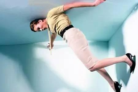 孕妇梦见从高处跳下水