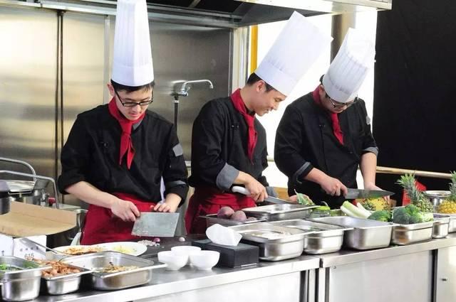 除了厨艺总监刘一帆,这一次我们还请到了一位重量级的神秘大咖——饕