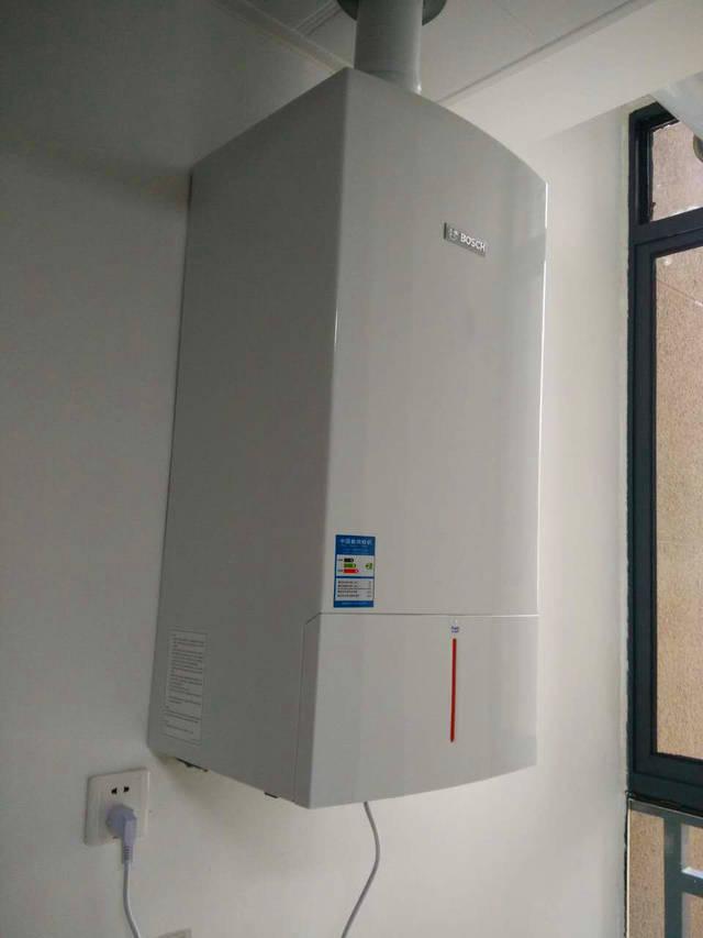 合肥德国博世壁挂炉_下面,还给大家展示一下在合肥地区金泽暖通安装施工的博世壁挂炉效果