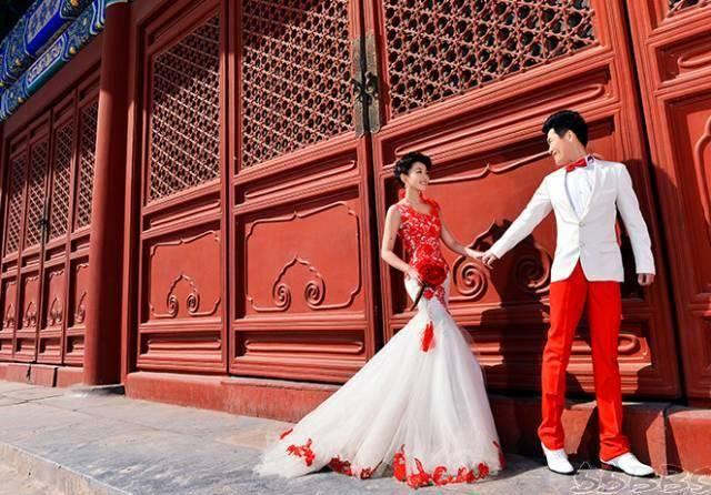 中西结合的凤冠婚纱照!快被美哭了图片