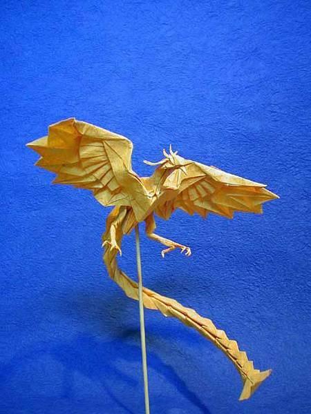 但在日本也是拥有着大批爱好折纸艺术的国家,神谷哲史就是其中之一.