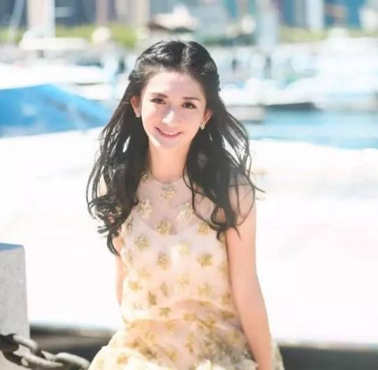 她这么美,也是和她新换的发型分不开 从《我们来了》中谢娜就爱上这种图片