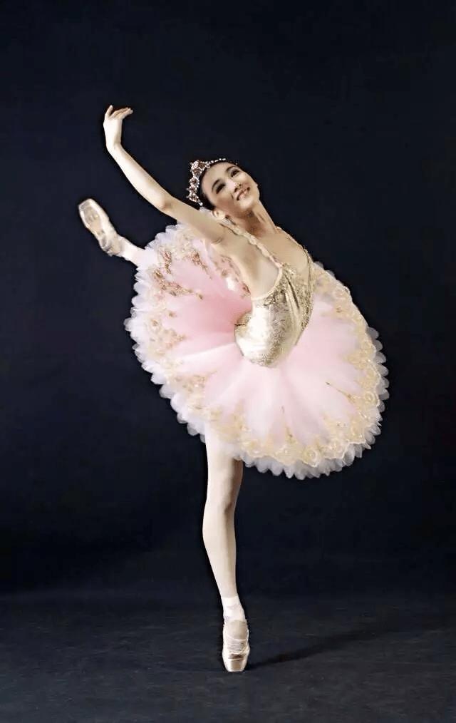 首席 现中国芭蕾舞团唯一荷兰女丝袜刘茜宿舍美图海量性感露脸在襙档视觉开女友图片
