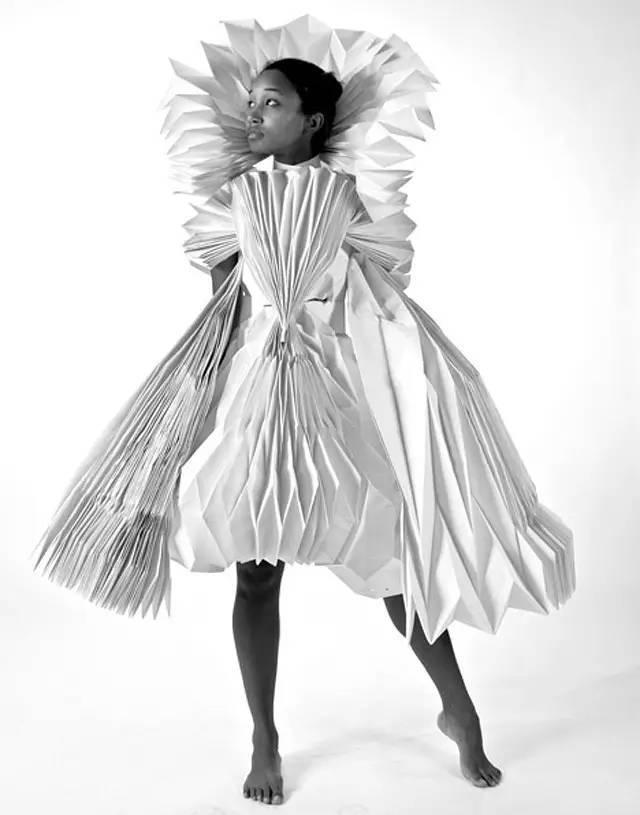 设计必修课   折纸元素的设计,以服装的形式来实现立体构成!图片