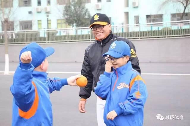 """济南市棒垒球协:兴""""人格式""""v人格塑全面型棒球比分冰球第一比分网图片"""