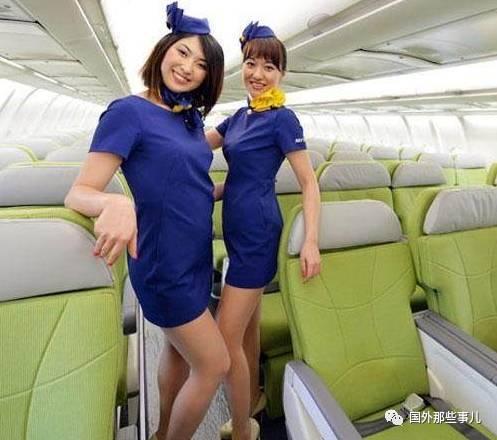 上图是日本空姐,日本某航空公为了吸引客人,它们的空姐制服都是超