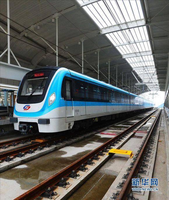 南京地铁二号线,南京浦镇与阿尔斯通公司联合生产的列车 北京老式