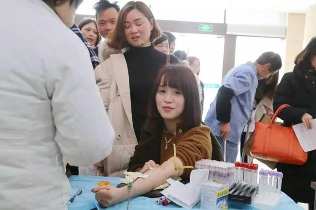 晓娟是肿瘤内科的一名护士,她说,平时接触最多的便是肿瘤病人,看到