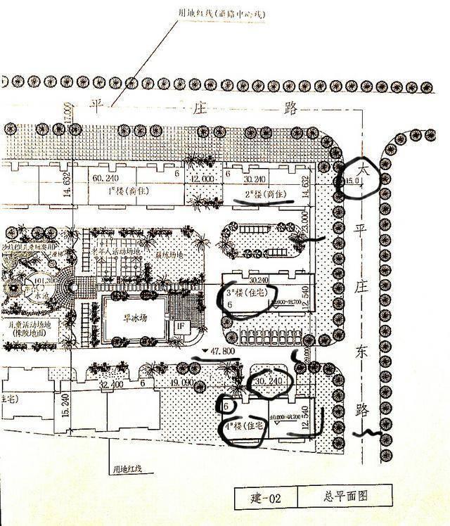(五)朝向 看总平面图中的指北针和风向频率玫瑰图可明确新建房屋的