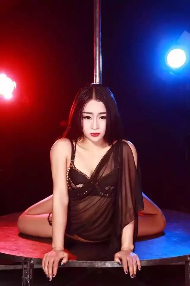 美臀皇后刘飞飞:任它纷纷扰扰,我自野蛮生长