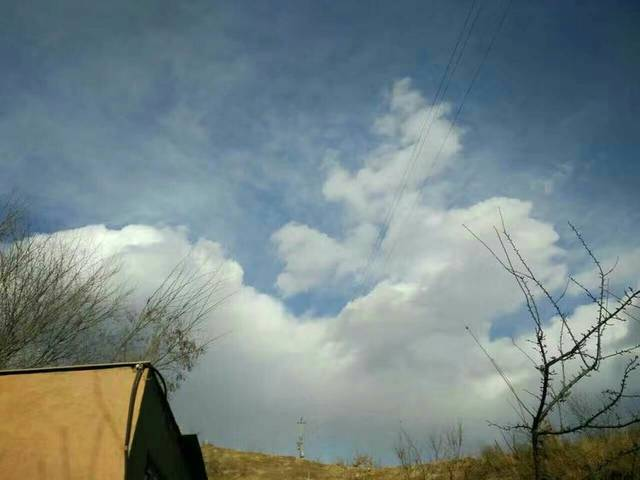 人有善念,天必佑之,你看,天上的祥云朵朵,可是在随喜赞叹!