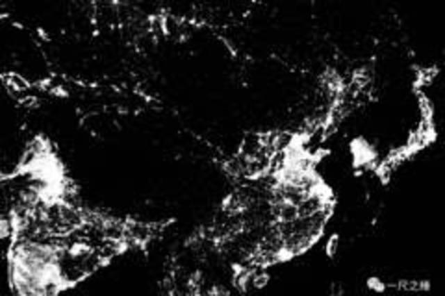 在上图中,对比最明显的就是朝鲜半岛的两个国家,图中的韩国竟不像是在