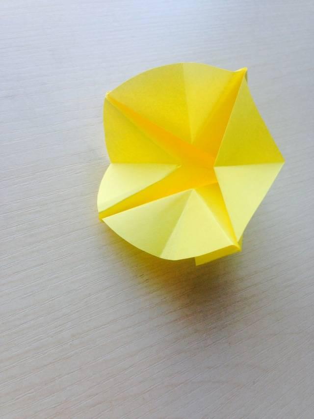 (适合中,大班幼儿) 准备材料 正方形绿色纸7张(做几节麦穗就用几张纸