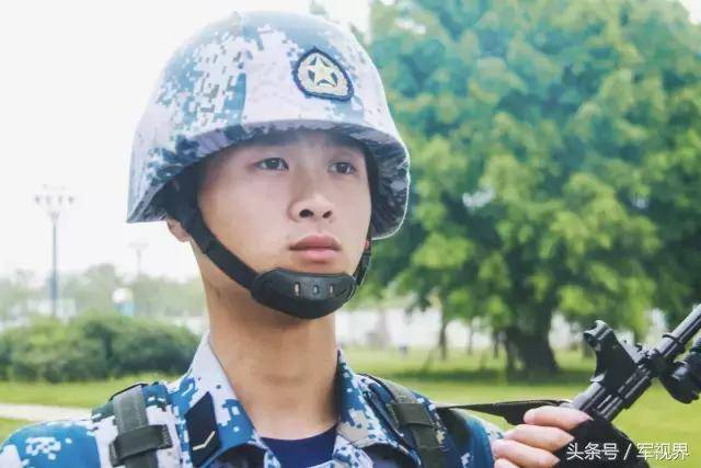小伙zha,看发型就知道你是个当兵的图片
