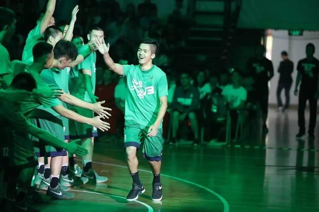 2016-17耐克高中赛区高中广州景区完美收官联赛学生证篮球图片