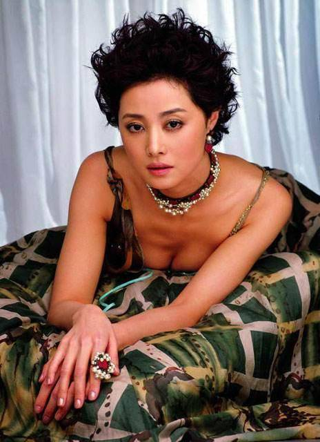 电影演员宋佳的丈夫_她曾红透半边天,因小宋佳又和前夫破镜重圆了!
