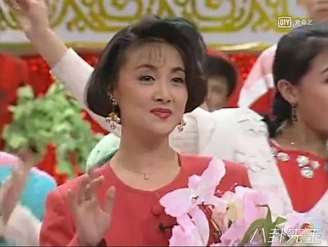 那可是25年前啊,那时陶慧敏也才26岁,邓婕才35岁,一头短发,光彩照人图片