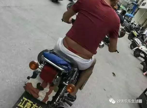 骚逼逼骚逼逼_红色丁字裤.真骚逼!
