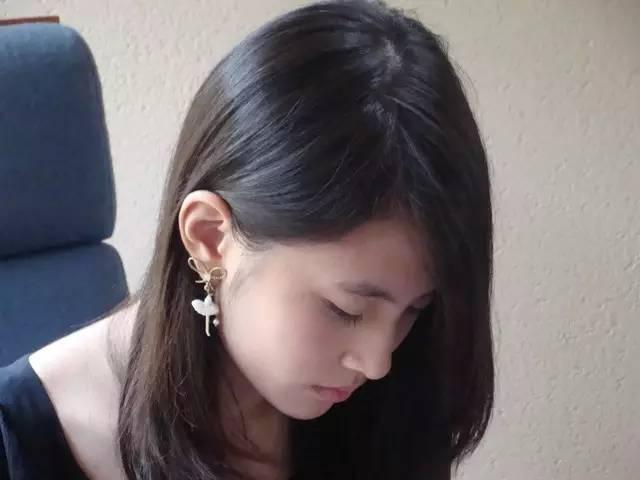 诱奸少女-小说_美女作家抑郁自杀,将13岁被老师诱奸的经历写进小说 她说,\