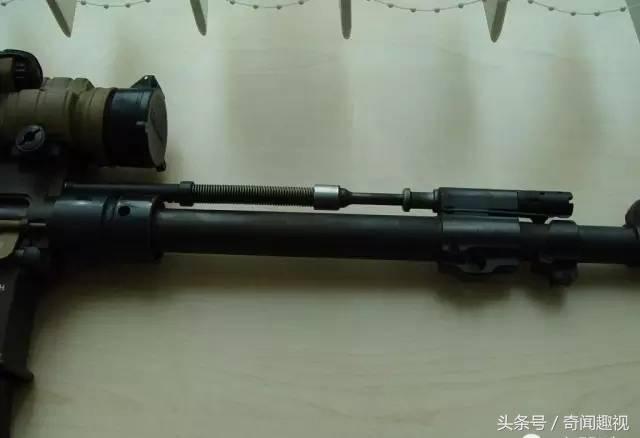 后仓击锤_增加了气体调节器,扩大扳机护圈方便戴防寒手套操作,无论击锤在任何