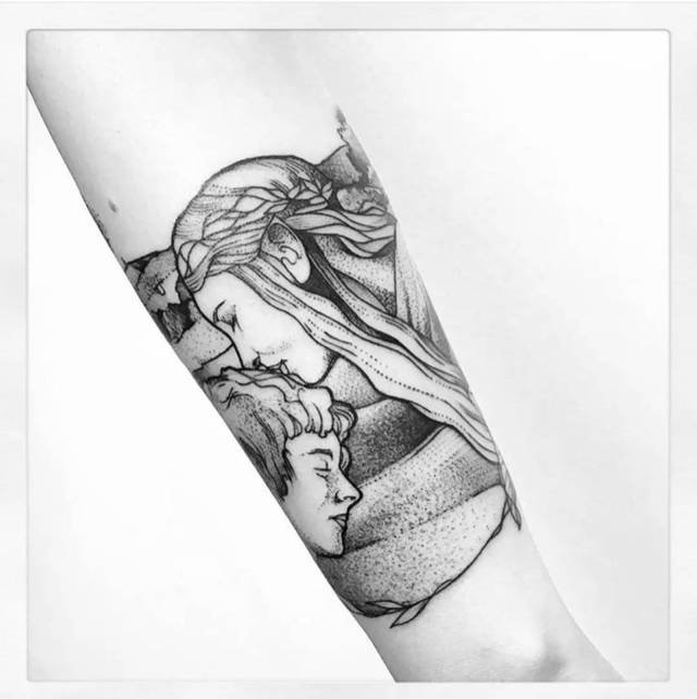 她对妈妈的感恩和思念 那么 大家都喜欢什么样的 关于母亲的纹身呢?
