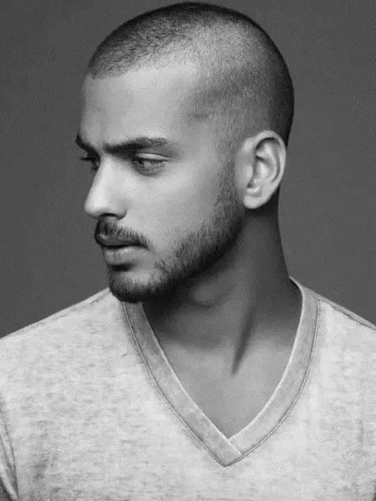 最常见的是长脸男生剃个清爽的圆头,这样的发型不会降低你的时尚感图片