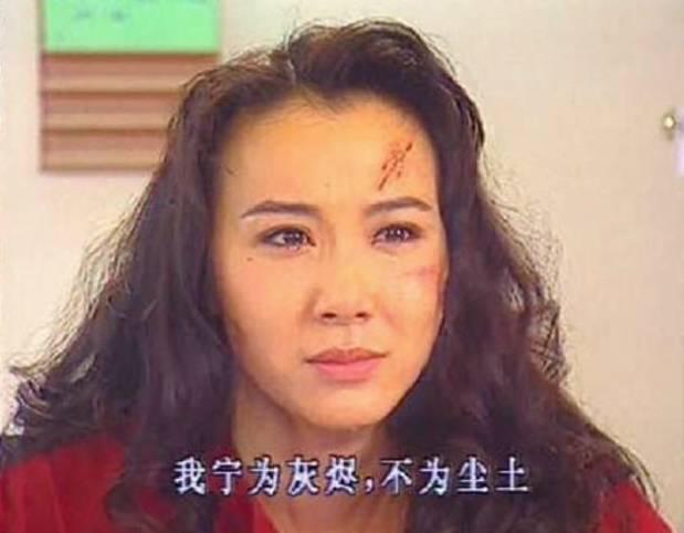 琼瑶让她一举成名,《一帘幽梦》里的汪绿萍一角,前面艳光四射,后面