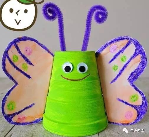 制作过程: 1.将昆虫的各个部位,用彩纸和剪刀裁剪好. 2.
