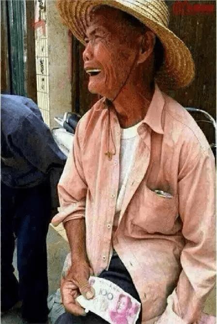 发现后,老奶奶被气哭了.