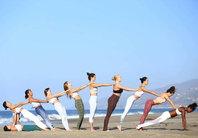 ins上有超多好看的瑜伽动作图片,喜欢瑜伽的妹子的可以去ins看.图片