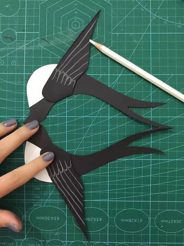 燕子创意手工制作为班级添彩.