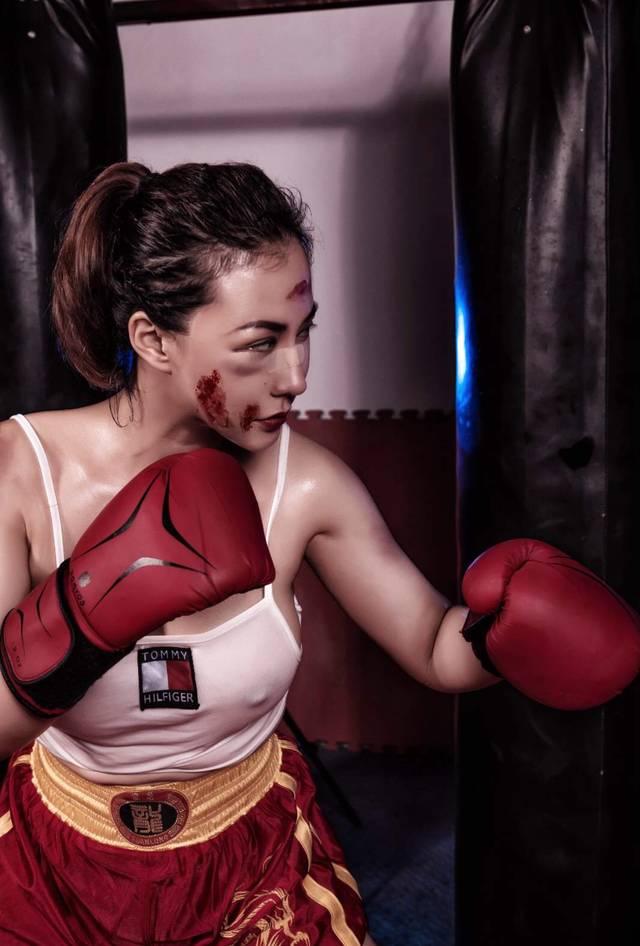 混血演员安娜金拳击写真 傲人身材野性十足