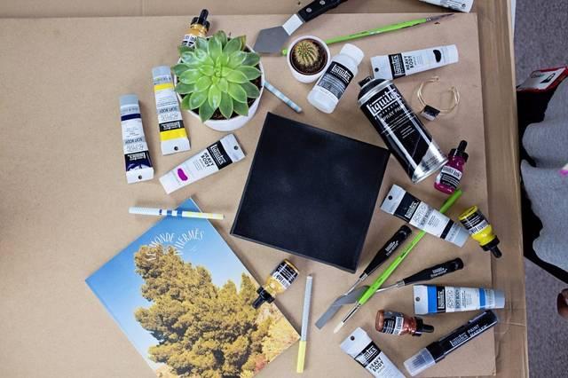 丙烯颜料适合手绘,墙绘,手工diy爱好者的必备 丙烯颜料速干 着色后会