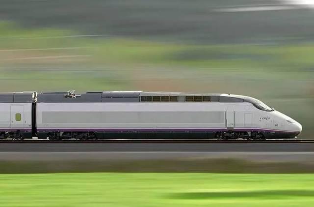 坐着高速列车在法国和西班牙之间任意游走图片