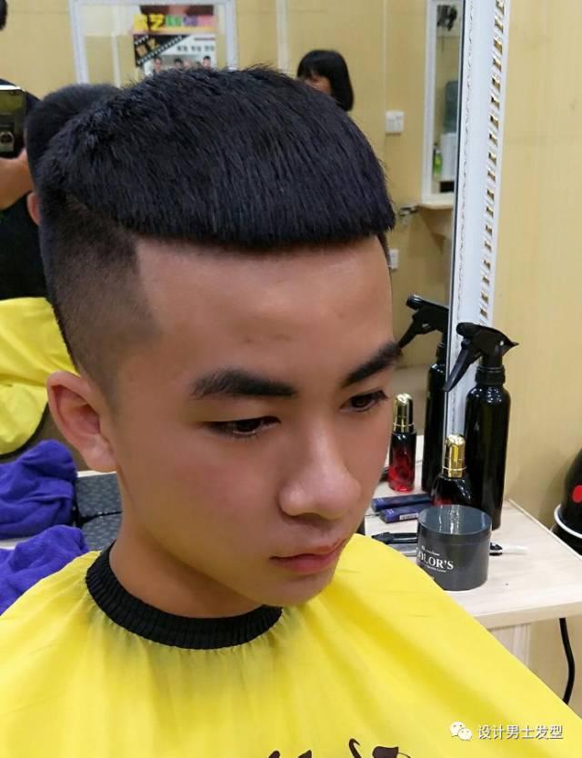 发型里最火的一款,四周剃短,头顶修剪的整齐,犹如一颗瓜子一样的形状图片